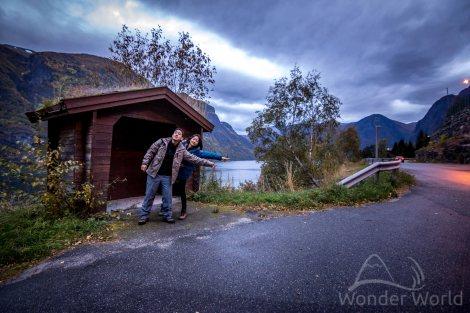 Um ponto de ônibus qualquer no caminho entre Flam a Aurlandsvangen. Partimos antes de o dia nascer.