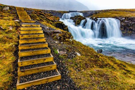 Grundarfjörður - Pequena trilha para a cachoeira