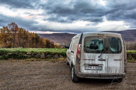 O nosso carro todo sujo em Kjarnaskogur