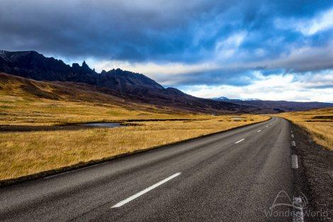 Montanhas bizarras ao longo da Ring Road