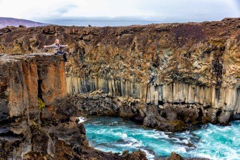 Mirante da cachoeira Aldeyjarfoss