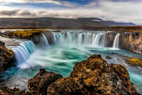 iceland_north_godafoss_waterfall