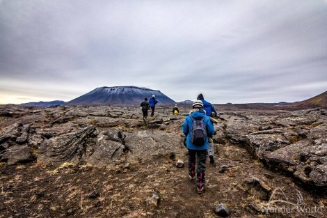 A caminho de Lofthellir com o vulcão Hverfjall ao fundo