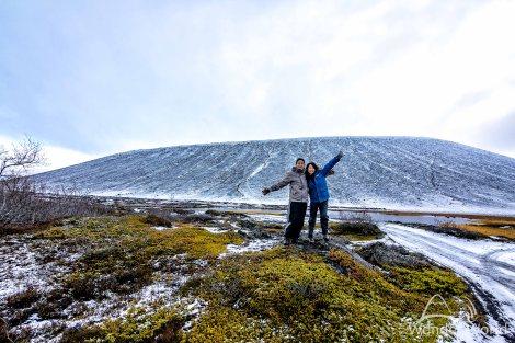 Nós e o vulcão Hverfjall ao fundo, cenário de Game of Thrones