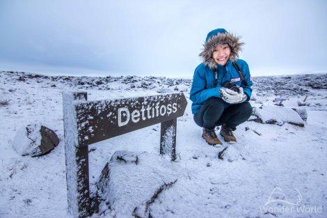 Elina na trilha para Dettifoss